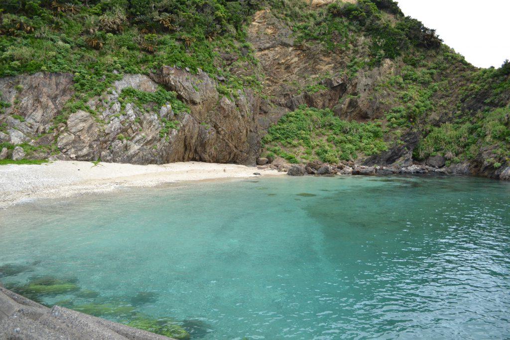 奄美大島の隣島:加計呂麻島の海。コバルトブルーです。